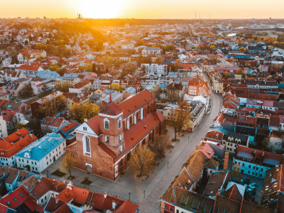 Обои Sunrise, Lithuania, Kaunas old town скачать