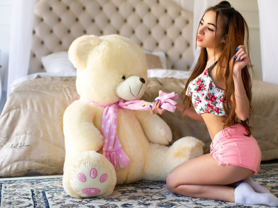 Обои Girl, shorts, long hair, legs, photo, photographer, model, bokeh, face, brunette, bed, body, breasts, teddy скачать