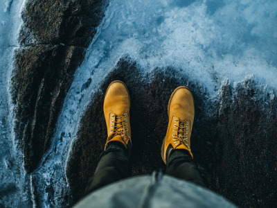 Обои situations, boots, legs, stones, Wallpaper, height, shore, background 4k ultra hd, water скачать